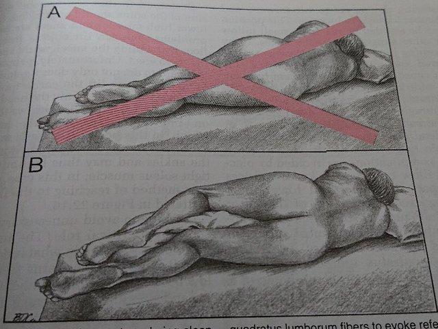 ベッドで寝る姿勢.jpg